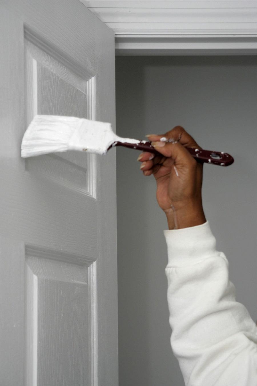 Боядисване на входна врата